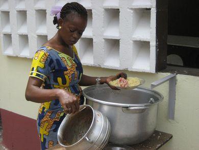 Equipement de la cantine scolaire en Côte d'Ivoire – Mai 2010