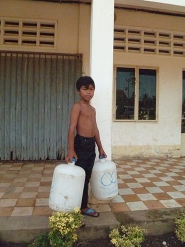 De l'eau pour 5 000 élèves au Cambodge – Janv. 2012