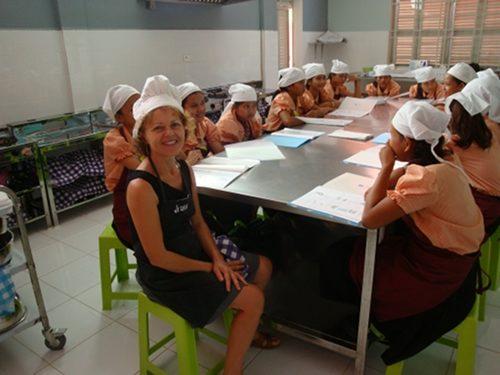 Visite d'une école pour jeunes filles de familles défavorisées au Cambodge – Oct. 2013