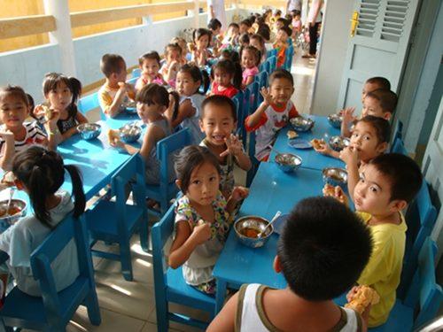 Visite au Vietnam de la cantine scolaire de Tân Thiêng – Oct. 2013