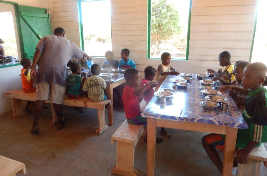 A Marofihitsy (Madagascar) cantine scolaire : Oct 2015 à Fév. 2016