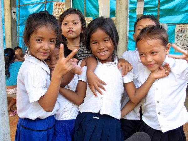 Une cantine voit le jour à Phnom Penh avec Sreyka Smile – Déc. 2015