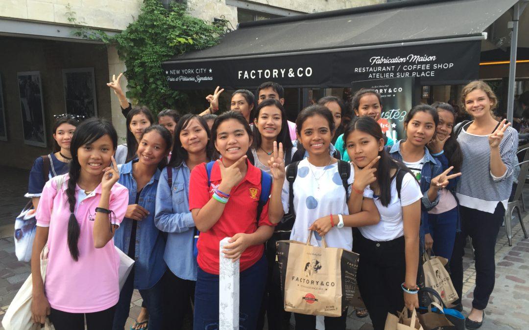 Des restaurateurs Français ouvrent leur coeur à 30 jeunes Cambodgiennes – Août 2016