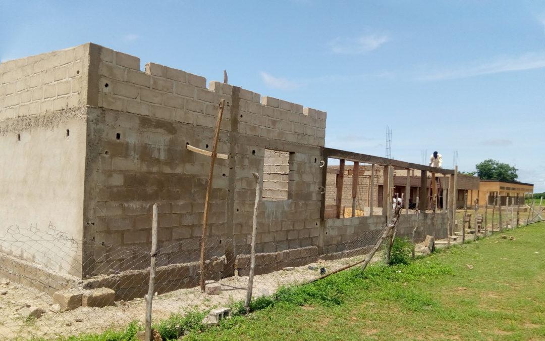 La construction de la cantine pour Loanga avance !